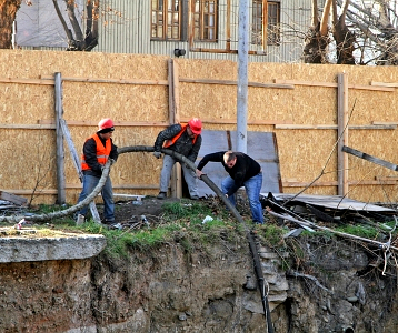 construction_workers_pipe