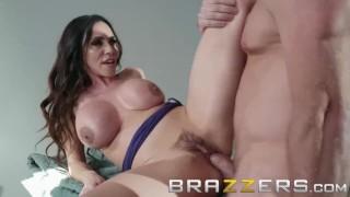 Brazzers - Ariella Ferrera stops the car for some cock