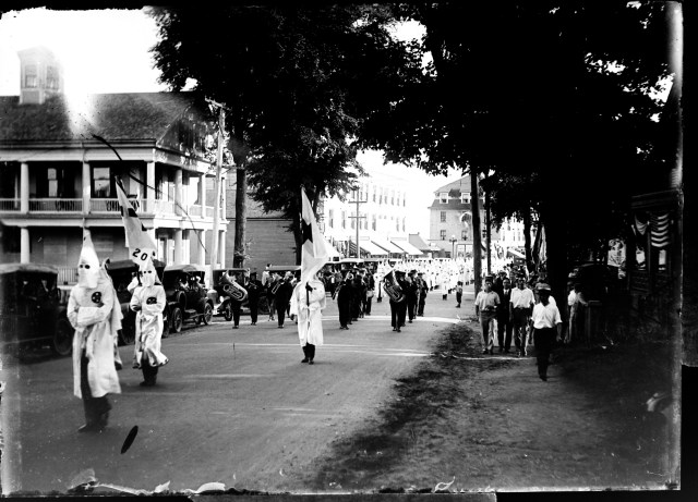 Another view of the parade, which shows the marching band that also participated. The photo is undated, but The lighting suggest that this is a different shot of the same parade as above (courtesy of the Kittery Historical & Naval Museum).