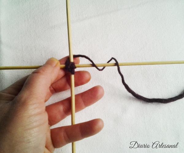 C mo hacer mandalas de lana ojo de dios diario artesanal - Como hacer punto de lana para principiantes ...
