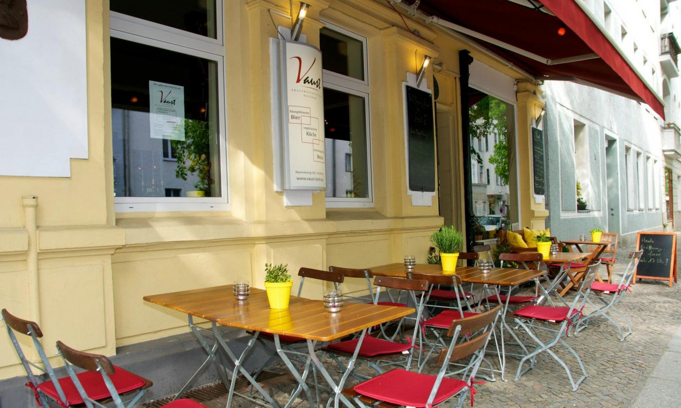 Tische Berlin Vaust Vegan Restaurant In Berlin De Pestalozzistrasse