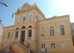 Bancos devedores de impostos serão cobrados na Justiça pela Prefeitura de Bento