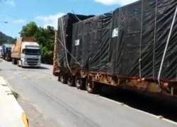 DMT monitora transporte de máquinas para fabricação de suco no trânsito de Bento