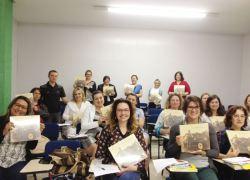 Publicação 'Aristides Bertuol, o piloto da carretera número 4' chega em escolas