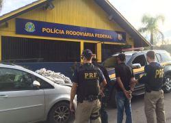 Dupla é presa pela PRF com 23 kg de cocaína na BR-470 em Bento