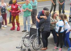Anjos Unidos entrega cadeiras de rodas em Bento