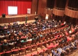 Equipe da Esquadrilha da Fumaça palestra para estudantes de Bento