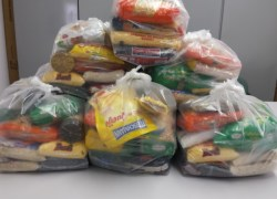 Secretaria de Bento recebe alimentos arrecadados no show beneficente do padre Ezequiel