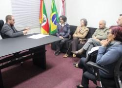 Representantes da Ação Social São Roque visitam a Câmara de Bento