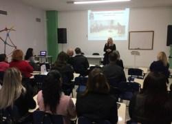 Ato encerra curso para Auxiliares de Educação Infantil em Bento