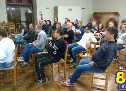 Secretários se reúnem com líderes comunitários em Bento