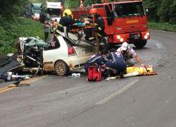 Acidente deixa três pessoas gravemente feridas na ERS-122 em Farroupilha