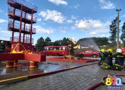 Alunos-bombeiros de Porto Alegre realizam atividades em Bento