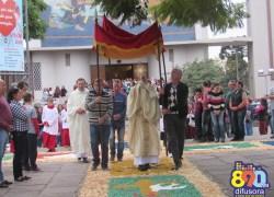 Fiéis acompanham programação de Corpus Christi na Paróquia São Roque em Bento