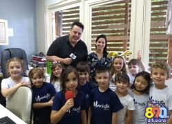 Alunos do Aparecida visitam instalações da Rádio Difusora