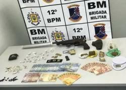 Duas pessoas são presas e armas e drogas são apreendidas em ação da BM em Caxias