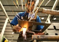 Indústria foi o setor que mais abriu postos de trabalho em agosto em Bento