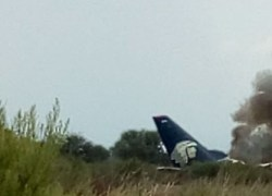 Avião cai em Durango, no México, com mais de 100 pessoas a bordo