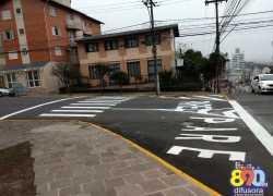 SEGIMU realiza a sinalização horizontal no cruzamento das ruas Assis Brasil e 13 de Maio em Bento