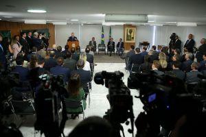 O presidente Michel Temer assina medida provisória de modernização do Marco Legal do Setor de Saneamento Básico.