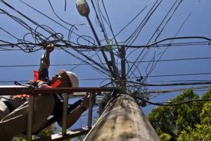 size_960_16_9_cabos-de-energia-eletrica-em-santa-teresa-no-rio14