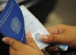 Brasil perde 497 mil vagas com carteira assinada em um ano