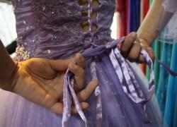 """Adolescentes se preparam para o baile do projeto """"Transformando Vidas"""" em Bento"""
