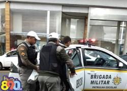 Brigada Militar prende homem por tentativa de furto em veículo no centro de Bento