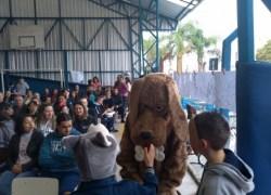 Escola desenvolve projeto pedagógico sobre cuidado com animais em Bento