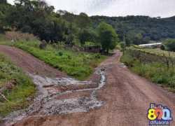 Moradores de comunidades em Tuiuty, no interior de Bento, pedem melhorias em estrada