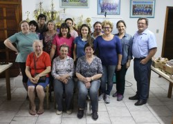 Comunidade de Faria Lemos recebe curso de Floricultura em Bento