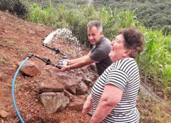 Vereador Volnei Christófoli celebra rede de água na Linha Zemith em Bento