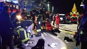 """This handout picture taken and released by Vigili del Fuoco, the Italian fire and rescue service, on December 8, 2018 shows emergency personnel treating victims after a stampede at a nightclub in Cornaldo. - Six people died in a stampede at a nightclub in central Italy after panic erupted in the early hours of December 8 morning, firefighters said. (Photo by Handout / Vigili del Fuoco / AFP) / RESTRICTED TO EDITORIAL USE - MANDATORY CREDIT """"AFP PHOTO / Vigili del Fuoco"""" - NO MARKETING NO ADVERTISING CAMPAIGNS - DISTRIBUTED AS A SERVICE TO CLIENTS"""