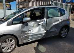Duas pessoas ficam feridas em acidente com carro e moto na Osvaldo Aranha em Bento