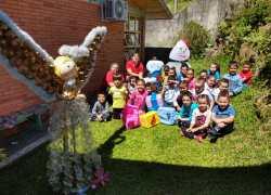 Escola infantil de Bento realiza decoração de natal com material reciclável