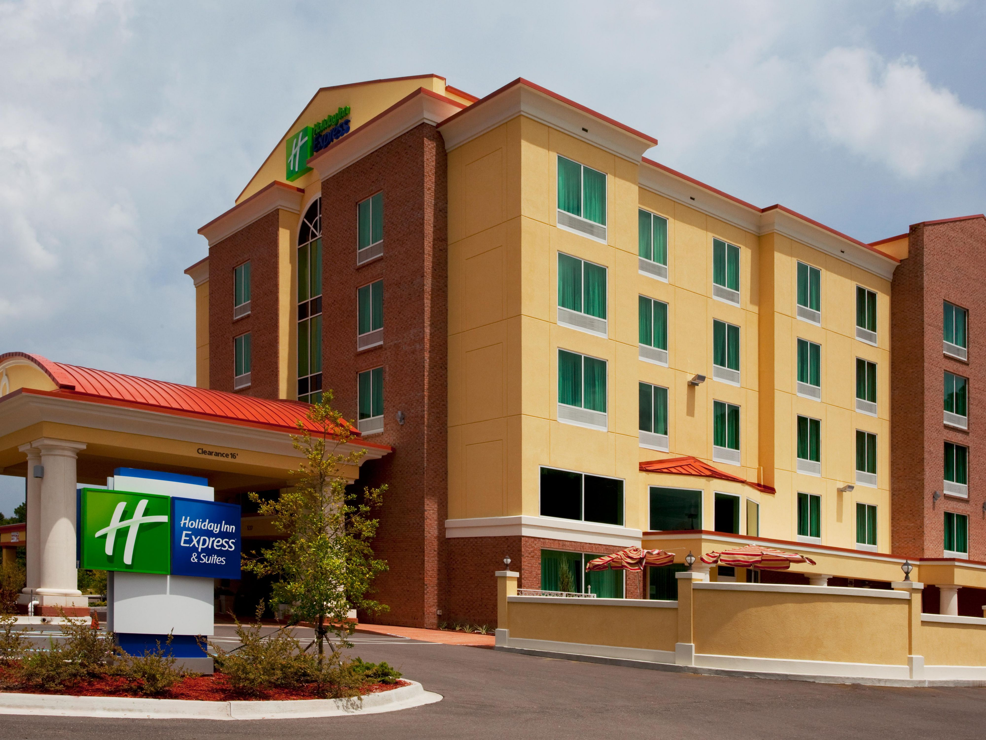 Pet Friendly Hotel Jacksonville Holiday Inn Express Suites Chaffee Jacksonville West
