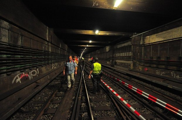 Tunnelwanderung in Berlin unter strenger BVG beobachtung