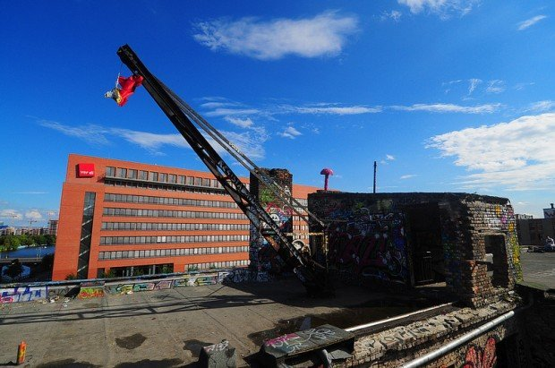crane on the roof of the eisfabrik