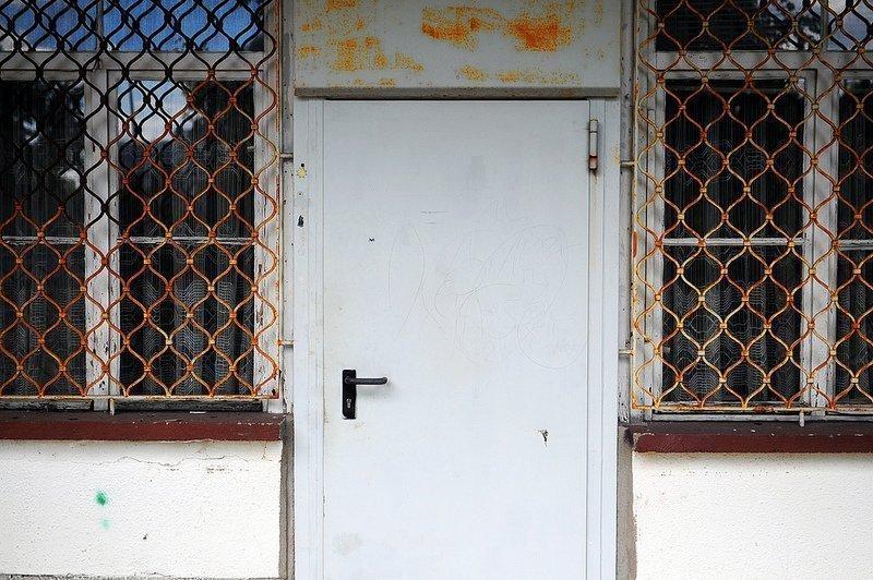 freibad lichtenberg abandoned door