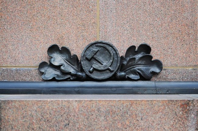 russian hammer and sickle