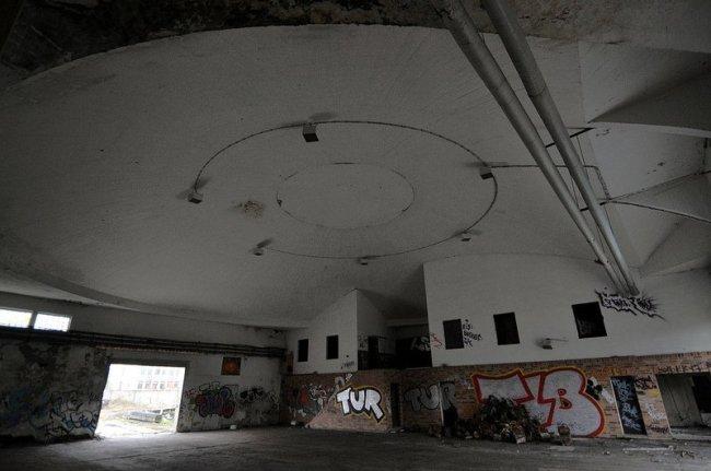 verlassene flughalle berlin karlshorst