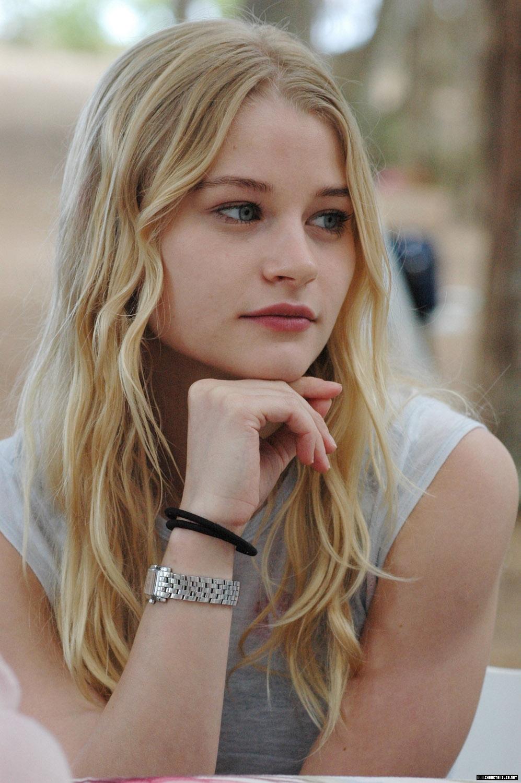 Lost Girl Season 5 Wallpaper Digitalminx Com Actresses Emilie De Ravin Page 1