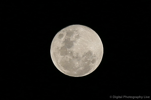 How to Photograph the Moon or Super Moon - Tips & Settings In Moon Photography For Beginners
