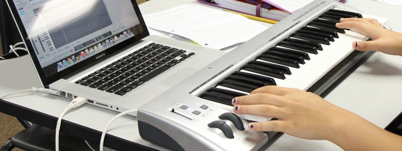Mission Vista High School student in electronic music composition class