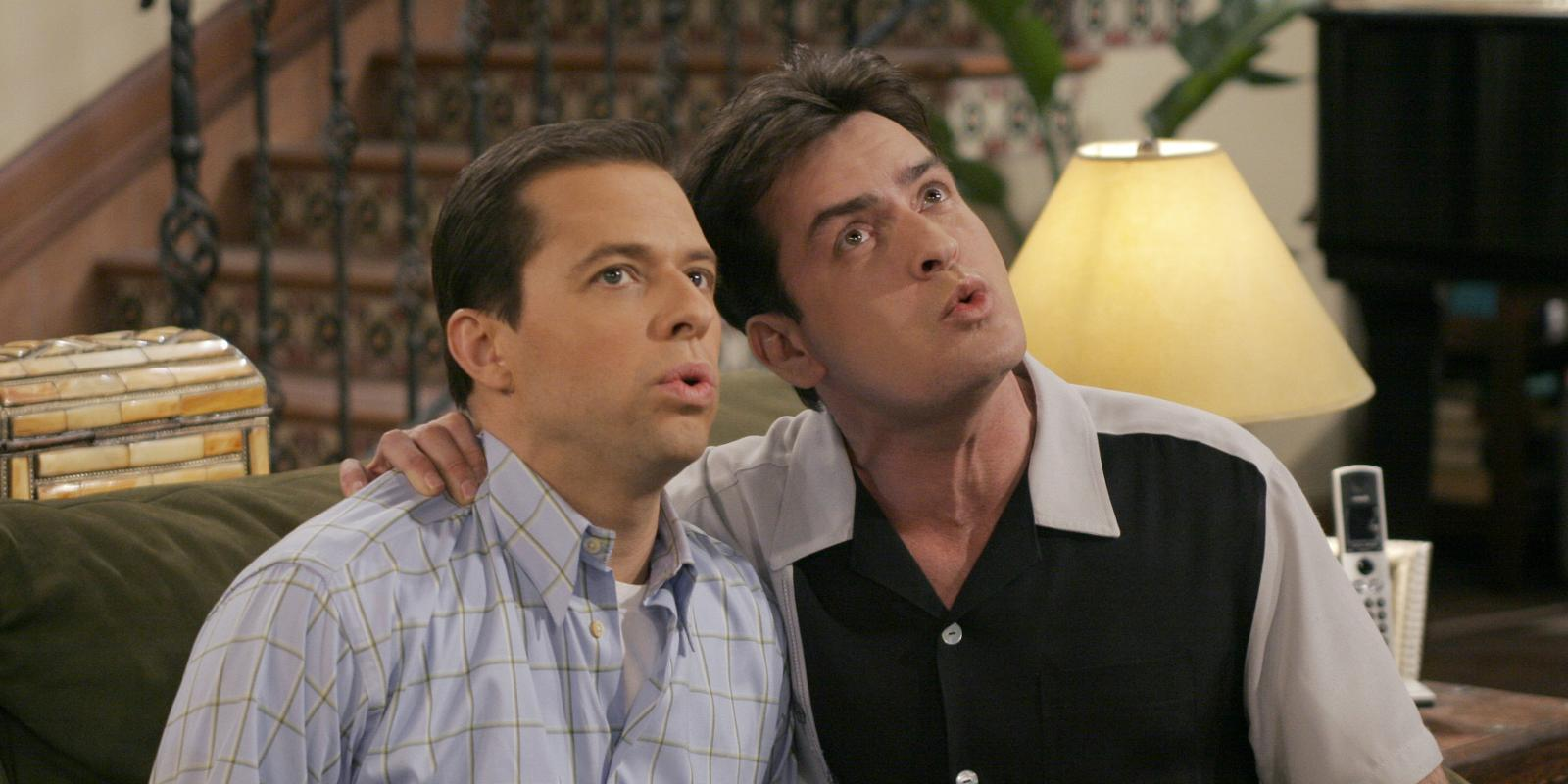 Couchtisch Two And A Half Men Charlie Sheen Slams Quotstupid Quot Chuck Lorre For Two And A