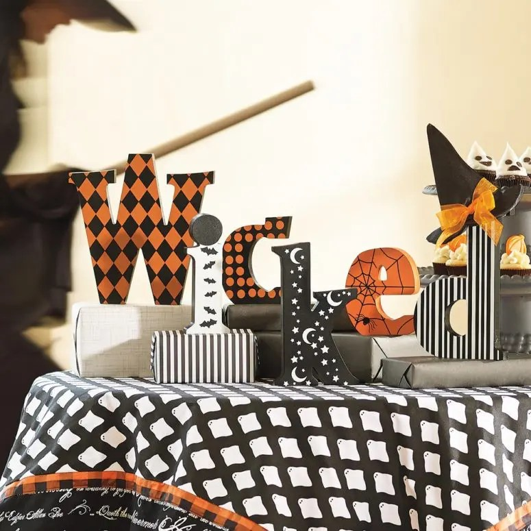 What To Put On Fireplace Mantel 70 Great Halloween Mantel Decorating Ideas - Digsdigs