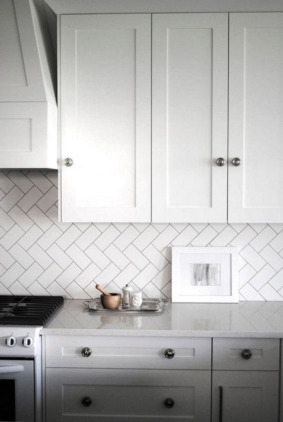 Pose Carrelage En Chevron 35 Ways To Use Subway Tiles In The Kitchen - Digsdigs
