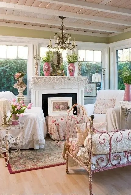26 Charming And Inspiring Vintage Sunroom Décor Ideas