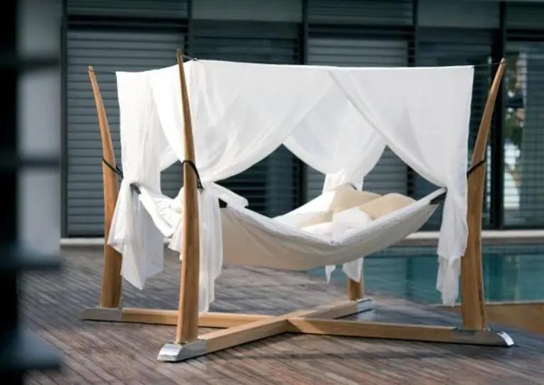 Hängematte Dach Outdoor Bed For Relaxation With A Cocoon | Digsdigs