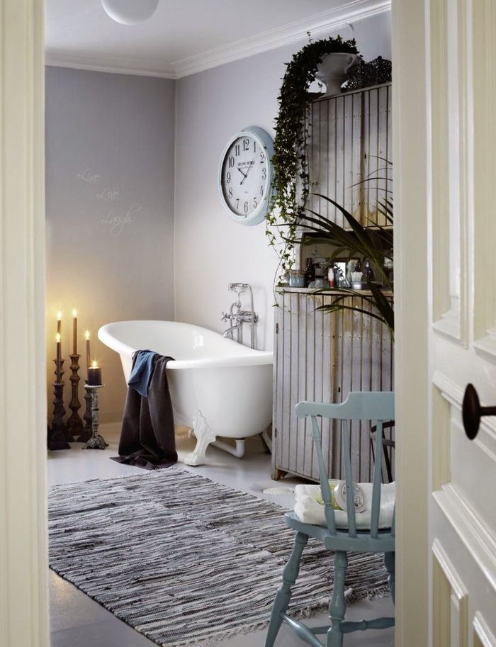 Shabby Chic Bathroom Design With A Hearth And A Sideboard Digsdigs - Badezimmer Accessoires Shabby Chic